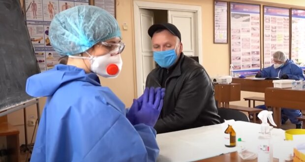 У коронавірусу з'явився несподіваний симптом, медики б'ють на сполох - перевірте вуха