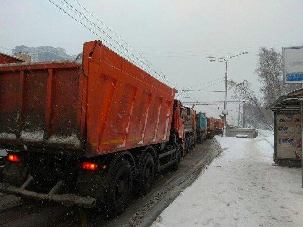 Снігоприбиральний транспорт, фото: Facebook