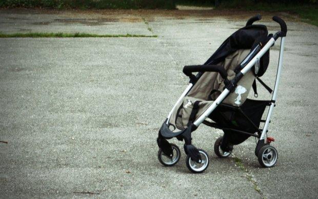 Бетономешалка наехала на коляску с ребенком в Киеве