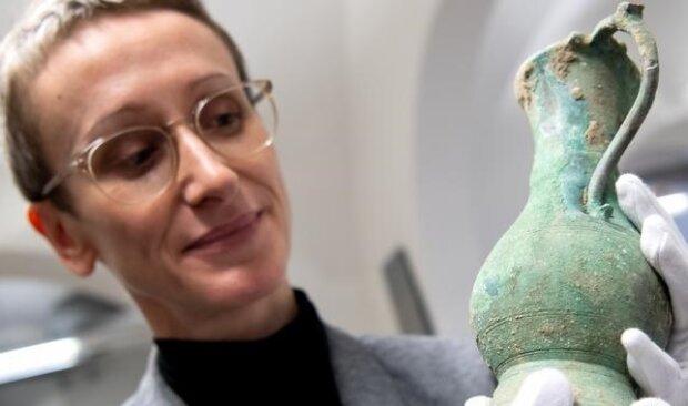 Бронзовий глечик, показаний на презентації археологічних знахідок