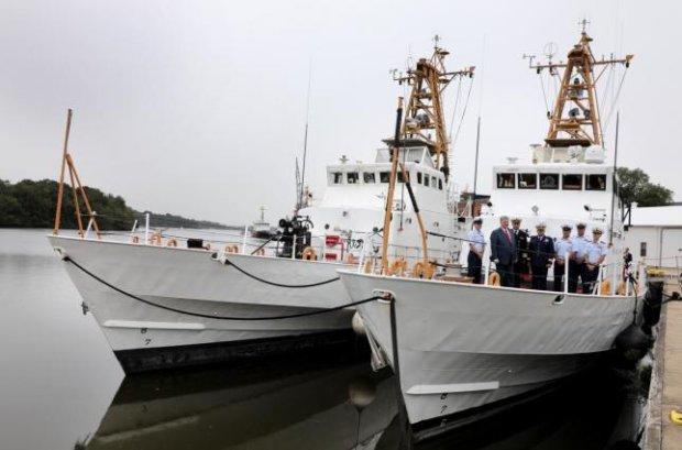 Зрада или перемога? США отдали Украине два древних катера, зато шума и пафоса - на весь мир