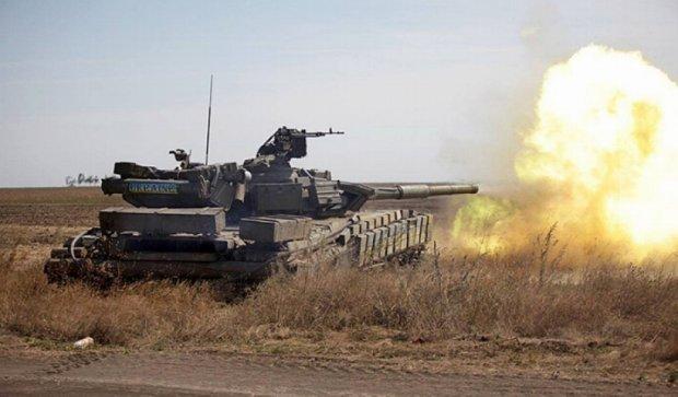 Танкові підрозділи відпрацьовують оборону під Маріуполем (фото)