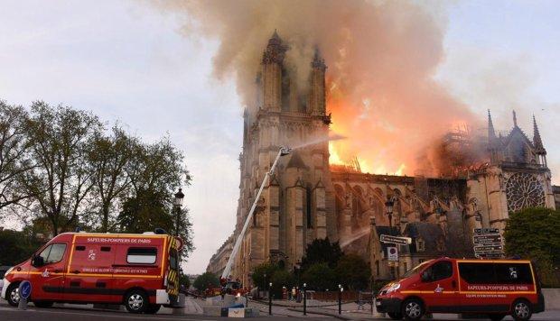 Пожежу в Нотр-Дам-де-Парі загасили: що залишилося від символу Франції, фото