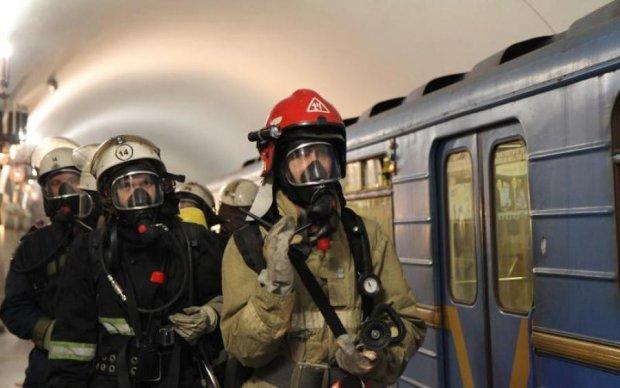 Вогняне пекло у київському метро: люди тікали з вагонів