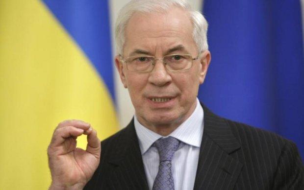 Азаров пожаловался, что даже Гитлер не запрещал Одноклассники и ВКонтакте