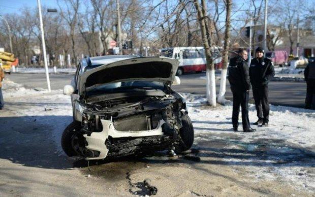 ДТП у центрі міста: українці потовкли елітні автівки та скалічились самі