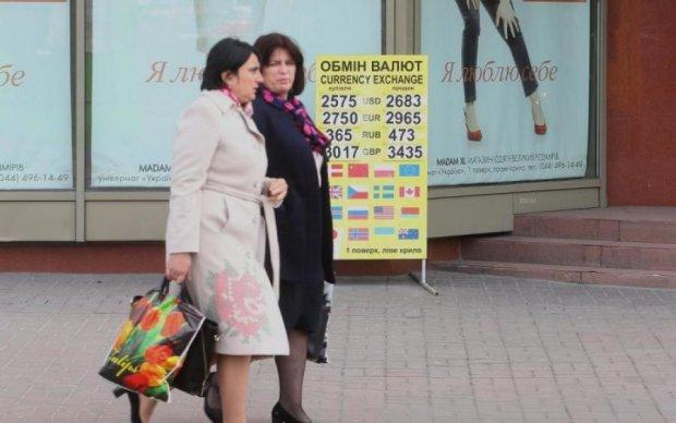 """Курс долара 28 березня: валюта """"посварилася"""" з гривнею"""