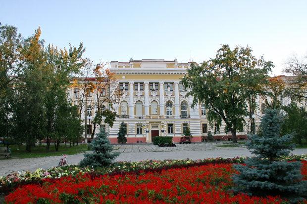 Львів'янам заборонили їсти морозиво, літо - без улюбленого смаколика: подробиці скандалу