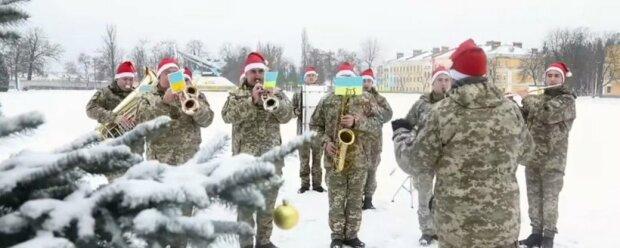 """Военные в шапках Санты променяли пистолеты на саксофоны: """"С Новым годом, Украина!"""""""