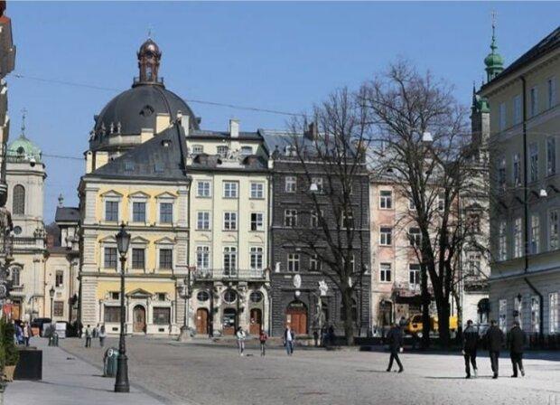 Пандемія спустошила вулиці Львова, сумні кадри із серця Галичини