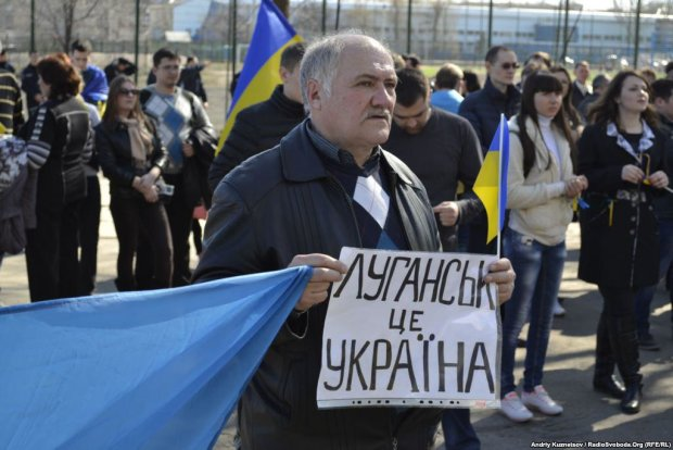 """Проукраинские надписи и мертвое радио: на Луганщине назревает что-то страшное, пришло время """"услышать"""""""
