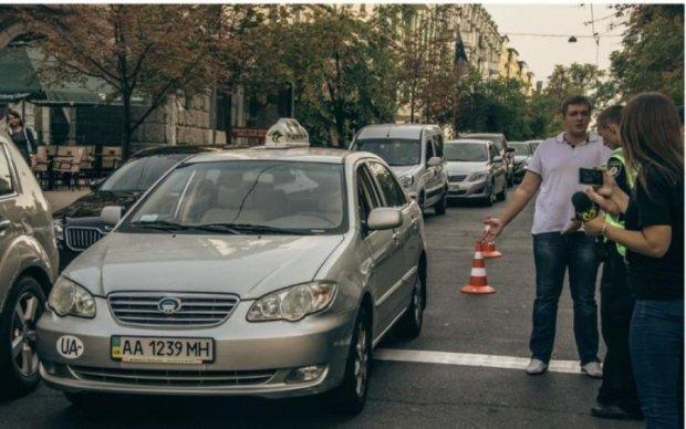 У Києві бійка з таксистом закінчилася ефектним нокаутом