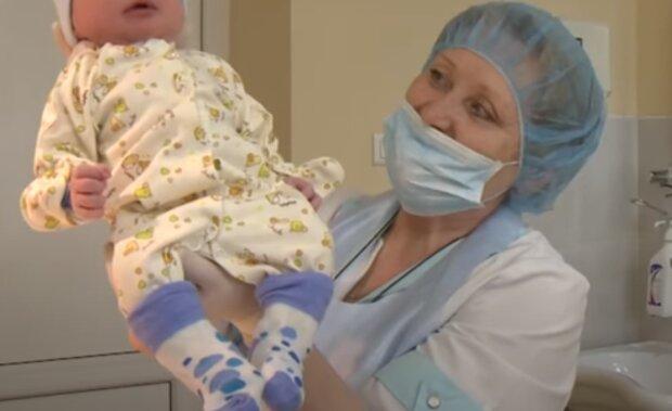 Немовля, скрін, відео YouTube
