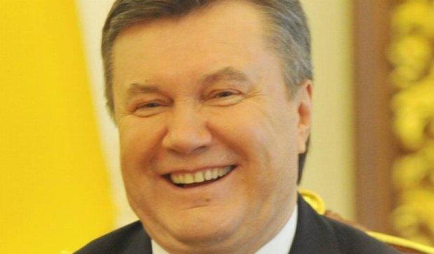 Янукович не з'явився у ГПУ: замість нього прийшов адвокат