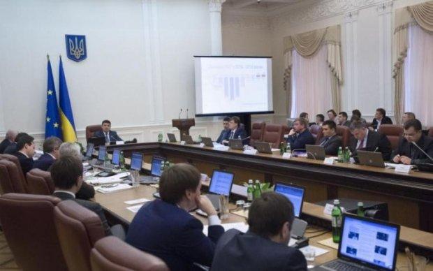 Українцям показали прибутки міністрів: інфографіка