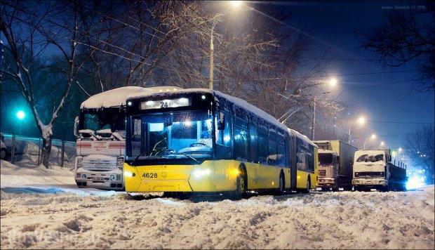 В Киеве из-за пожара изменилось расписание общественного транспорта