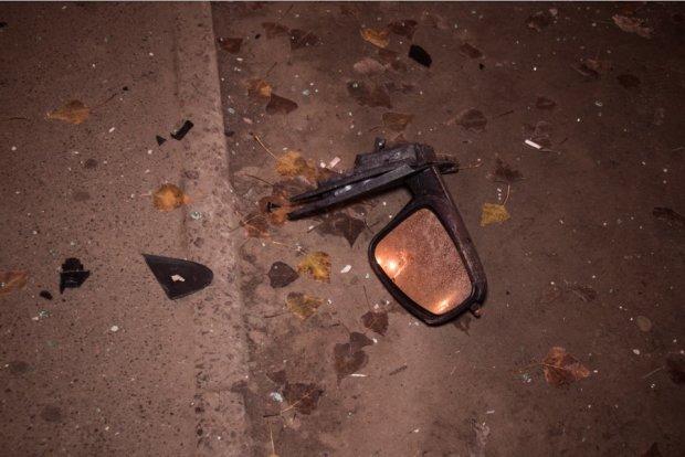 Ночное ДТП в Киеве: подземный переход разрушен, машину раскурочило, водитель в больнице