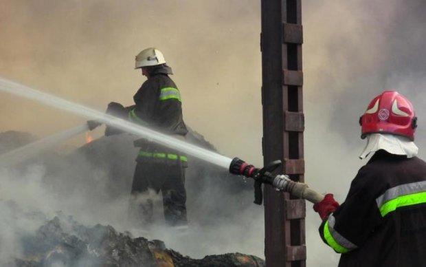 В Черновцах вспыхнул колледж: дымом затянуло весь район, сотни эвакуированы