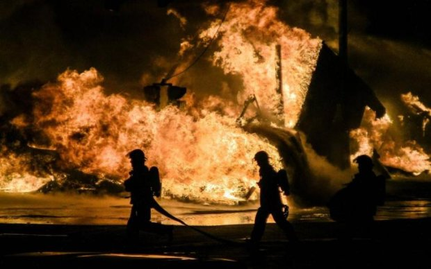 У центрі Москви пекельна пожежа і масова евакуація: відео