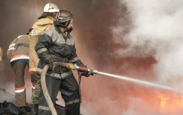 Киев затянуло едким дымом: что происходит