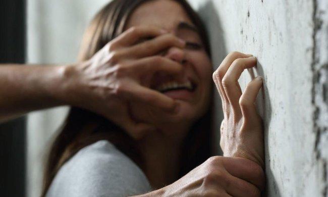 """Під Харковом жорстоко згвалтували молоду дівчину: друзі стояли """"на шухері"""""""