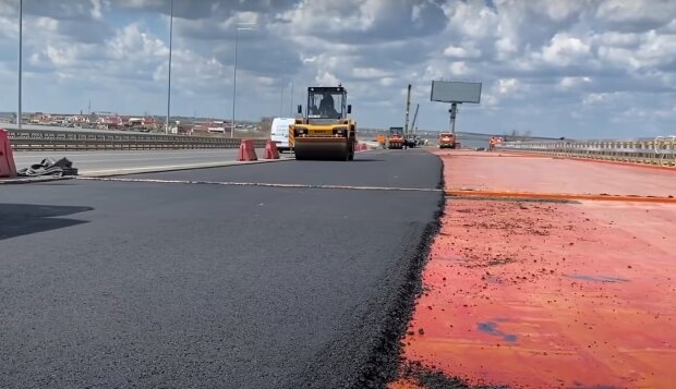 Ремонт дороги, кадр из видео, изображение иллюстративное: YouTube