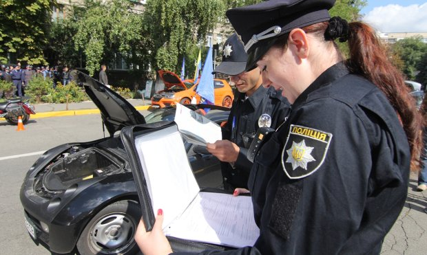 """В Киеве произошла странная авария, в сети гадают, как такое возможно: """"Нормально так"""""""