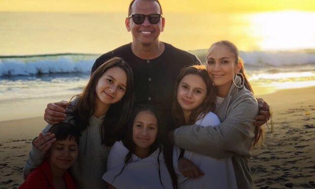 Семья Дженнифер Лопес, скрин из видео