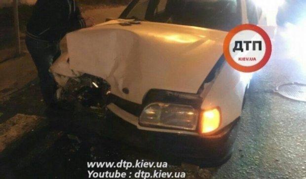 Отвлекся: водитель Ford спровоцировал аварию в Киеве