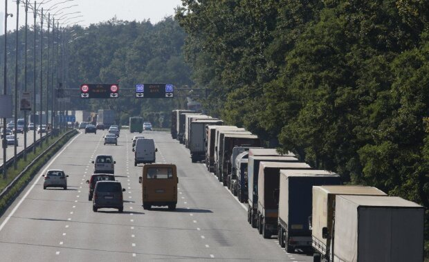 Ремонт дороги Одеса-Рені під загрозою зриву? У Зеленського різко урізали бюджет, що тепер буде