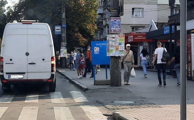 У Хмельницькому агітують із порушеннями, фото oporaua.org