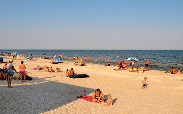 На популярному українському курорті мерзенні чудовиська захопили пляжі: монстри потрапили на відео очевидців