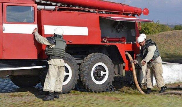Пожарные учились тушить склады авиационного ракетного вооружение (фото)