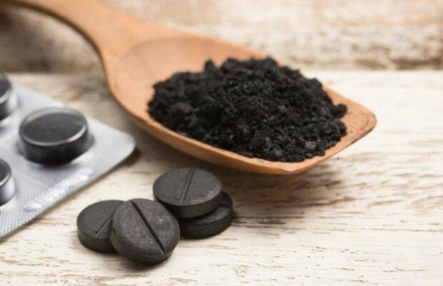 Активоване вугілля допоможе не тільки при отруєнні: топ корисних властивостей популярного препарату