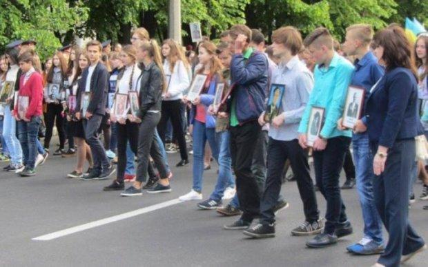 Дикий скандал: украинских учеников сгоняют на путинскую акцию