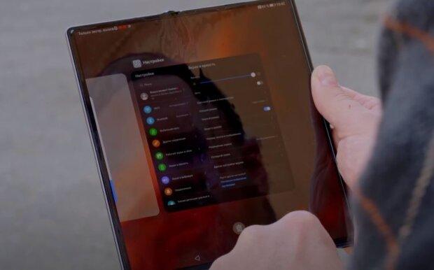 Huawei Mate X, скріншот: YouTube