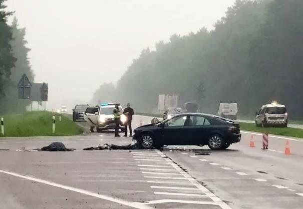 На Львовщине столкнулись Mercedes и  Renault - машини в смятку, искалеченные тела по всей дороге