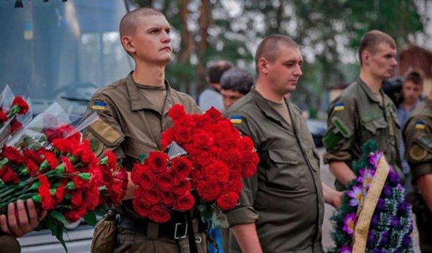 В Новых Петровцах прощались с двумя погибшими под Радой нацгвардийцямы (фото)