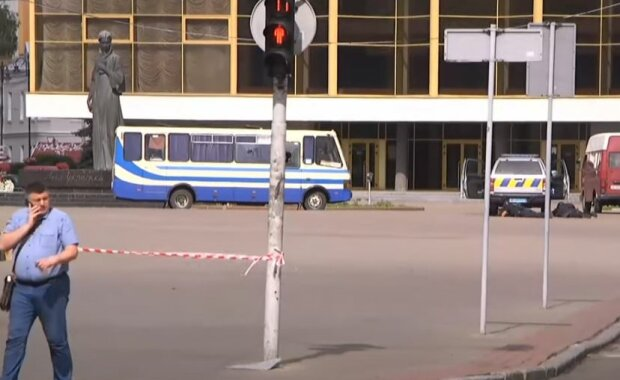 Автобус с заложниками, скриншот: YouTube
