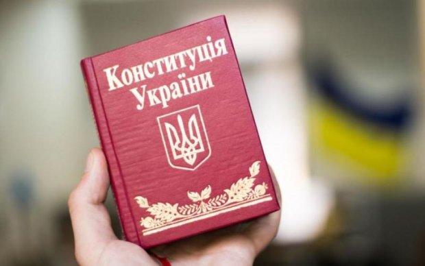 Створити нову державу за 100 днів: українцям запропонували альтернативну Конституцію