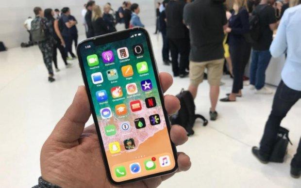 """Покупайте """"восьмерку"""": Apple задерживает производство iPhone X"""