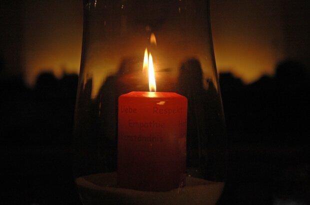 свеча памяти, фото Pxhere