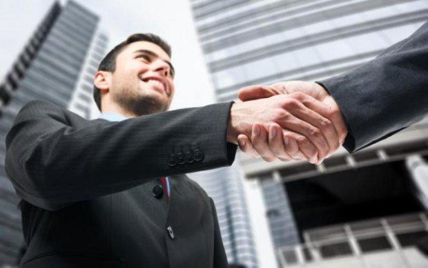 Ученые нашли связь между рукопожатием и интеллектом