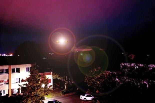 Десятки шаров разделялись, сливались и меняли форму: в небе засняли жуткое необъяснимое явление