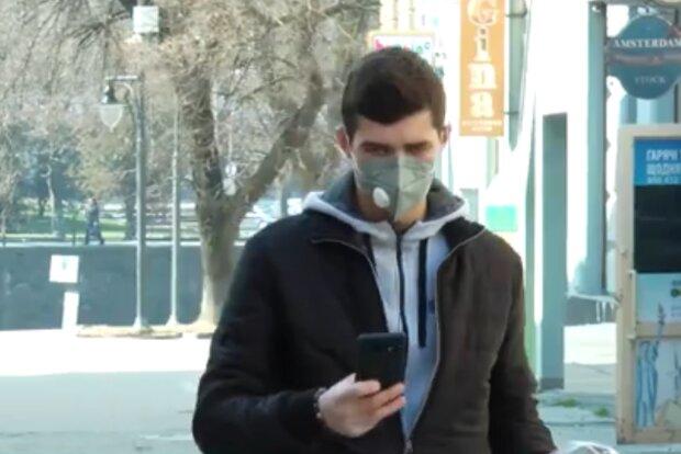 Захисні маски, кадр з відео