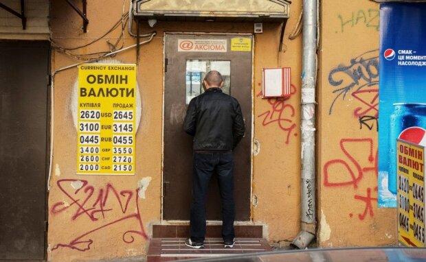 """Долларовая лихорадка ломает экономику Украины, обещают - 50 грн за """"зеленый"""": тревожный прогноз"""