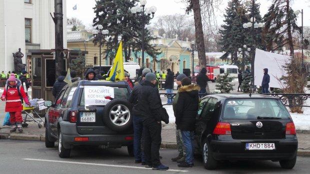 Протести не допомогли: садистські закони про євробляхи набули чинності