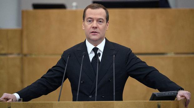 """Медведєв налякав світ дивною поведінкою у Twitter: відправив другу свій """"огірок"""""""