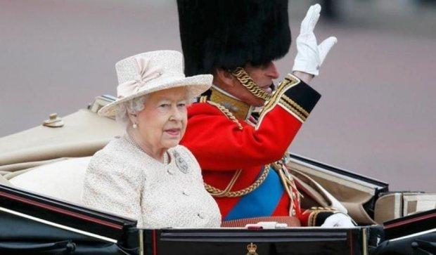 Как выглядит гардероб королевы Елизаветы II