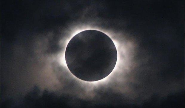 В воскресенье земляне увидят уникальное солнечное затмение